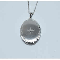 DIJ-2661 925 SILVER MATTE DIAMOND CUT BORDER AND CENTER CRYSTAL STAR OVAL LOCKET