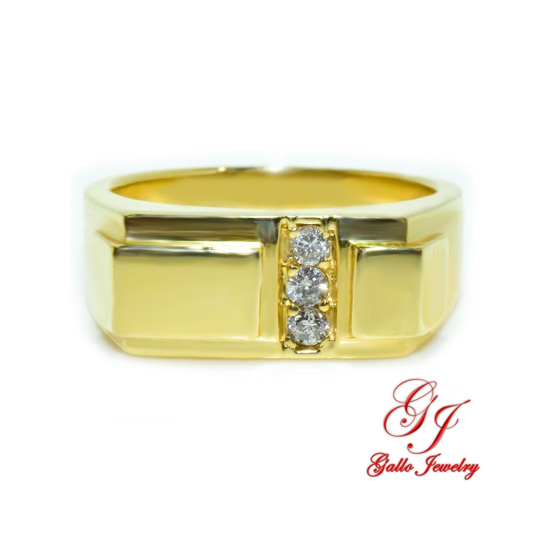 MR00614. 14K Yellow Gold Ring With Diamonds